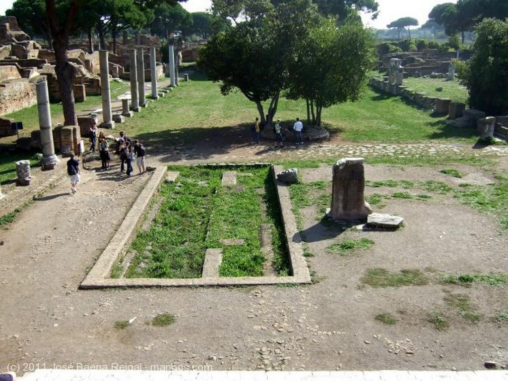 Ostia Antica Altar y Capitolio Roma