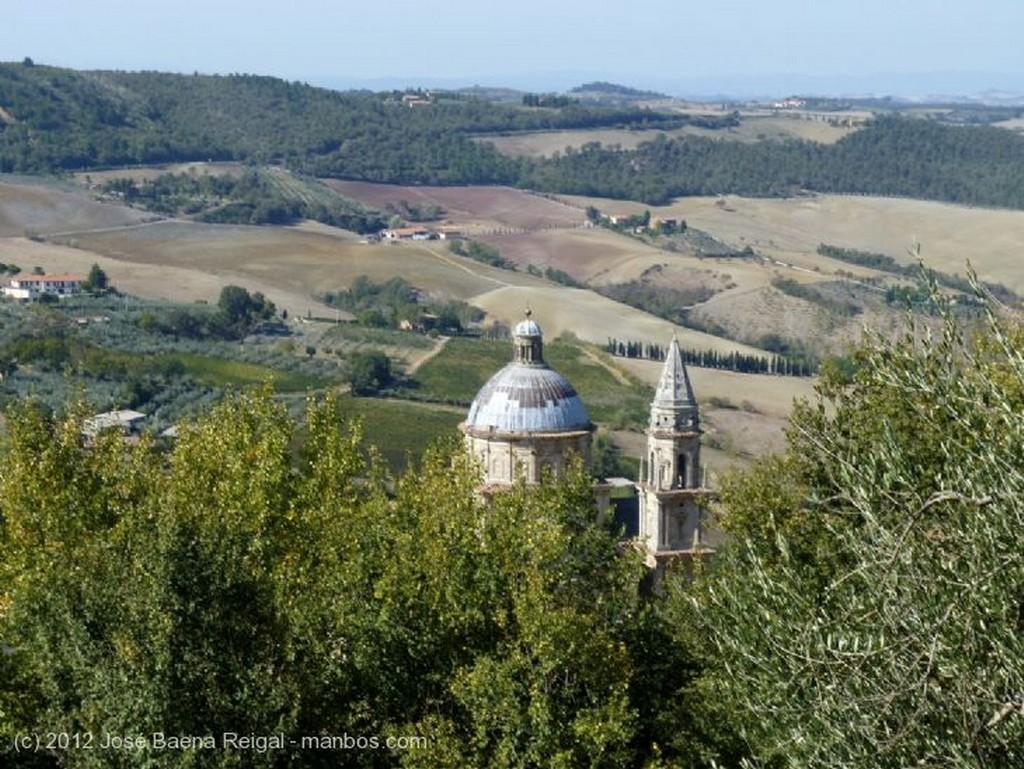 Montepulciano Alameda en octubre Siena