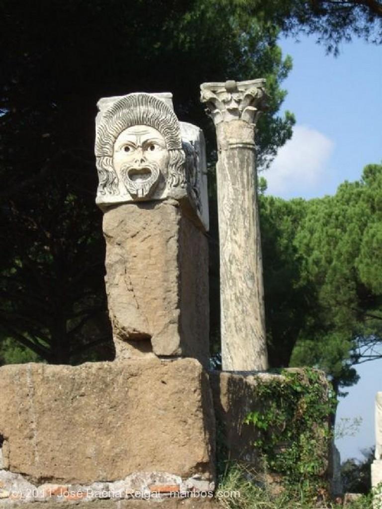 Ostia Antica Mascaras dionisiacas Roma