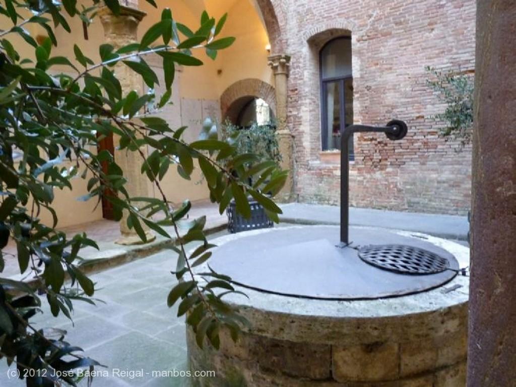 Montepulciano Patio interior Siena