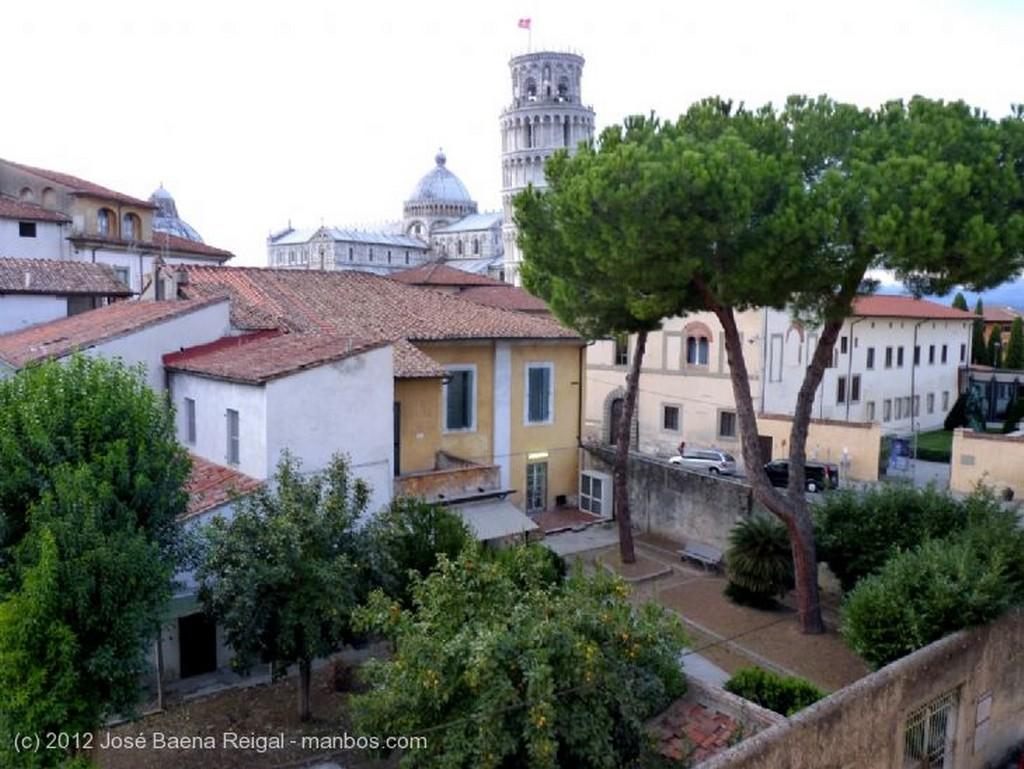 Volterra Teatro Romano Pisa
