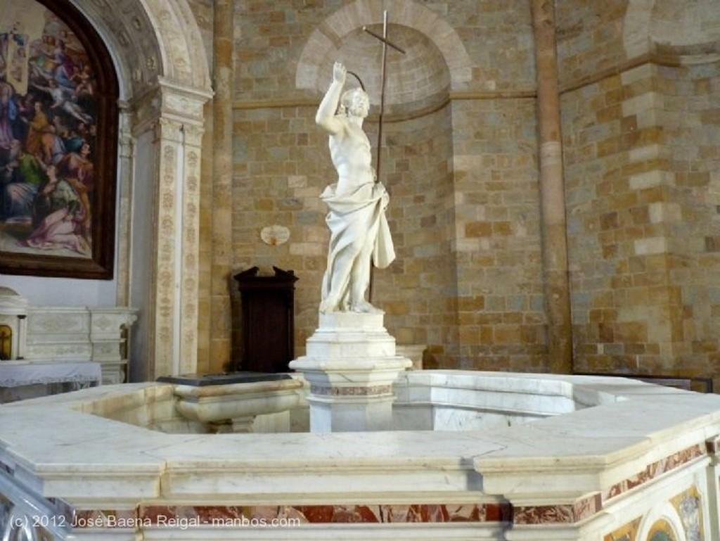 Volterra Fachada romanica Pisa