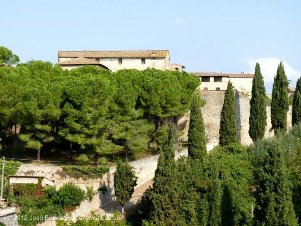 San Gimignano Fuente Medieval Siena