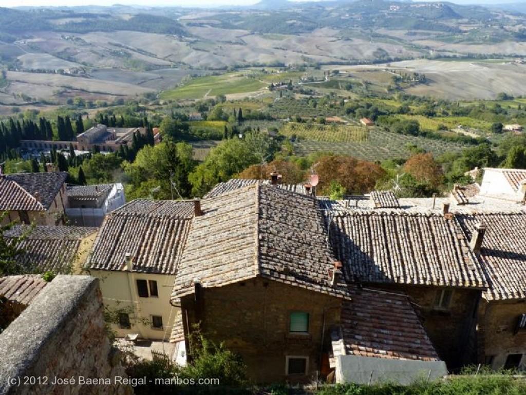 Montepulciano Siglos superpuestos Siena