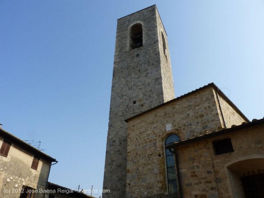 San Gimignano Calle empinada Siena
