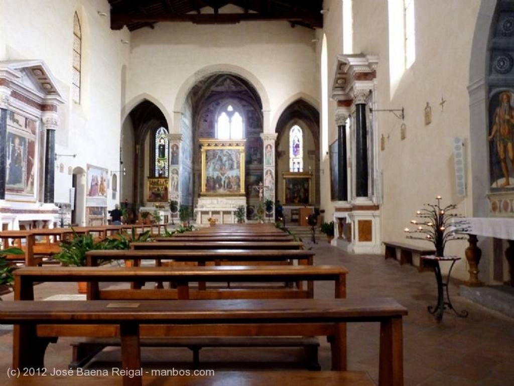 San Gimignano Pozo del claustro Siena