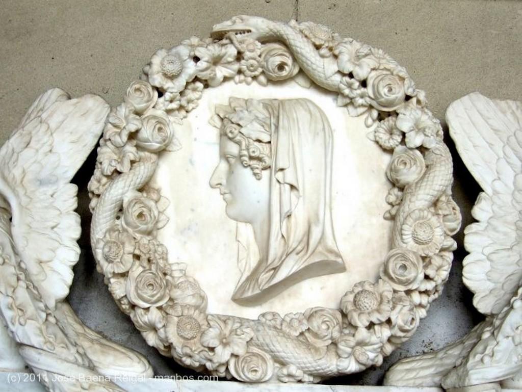 Pisa Patio y cupula de la capilla Toscana