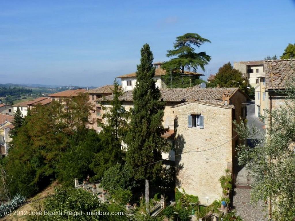 San Gimignano Mirador abierto a las colinas Siena