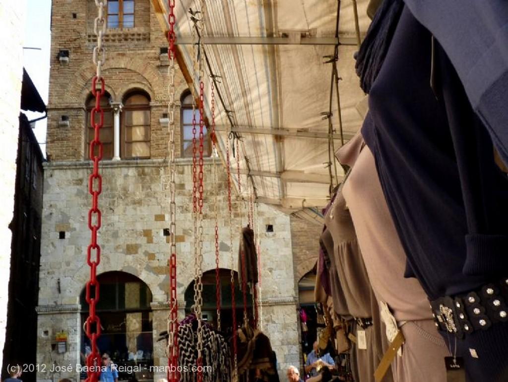 San Gimignano Tentacion ambulante Siena