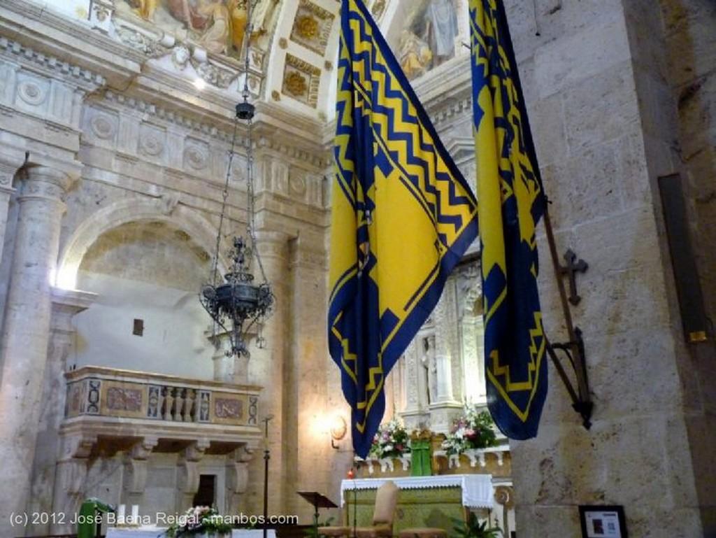 Montepulciano Crucero y capilla lateral Siena