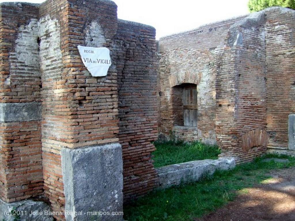 Ostia Antica Calzada empedrada  Roma
