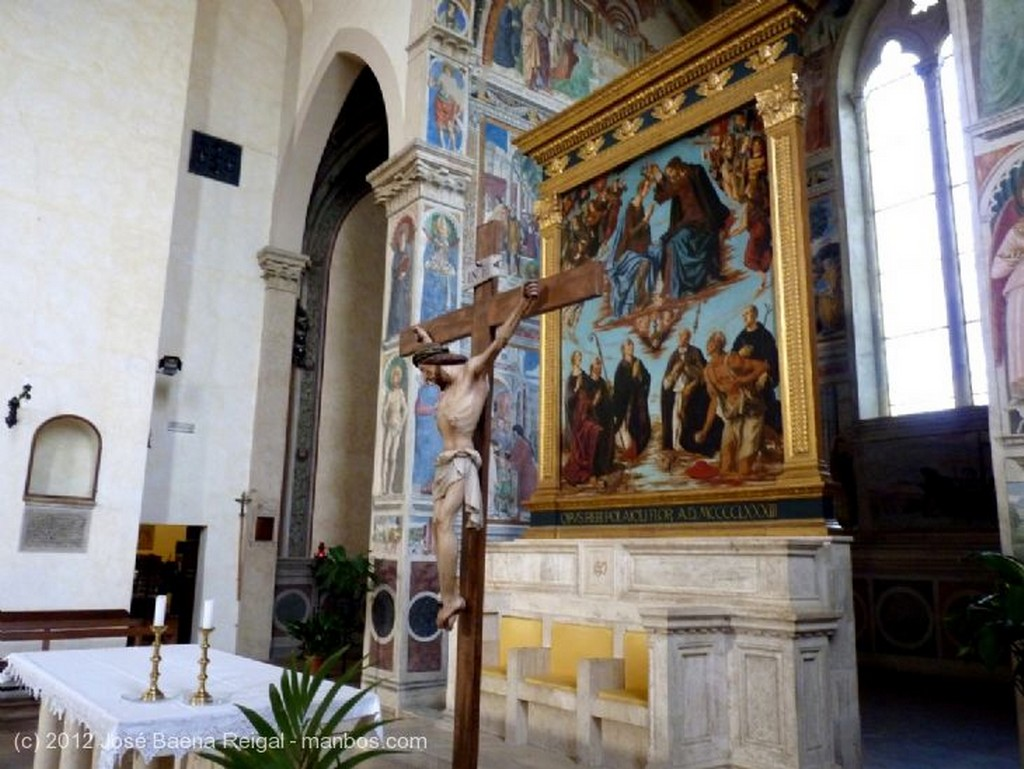 San Gimignano La Coronacion de Maria, del Pollaiuolo Siena