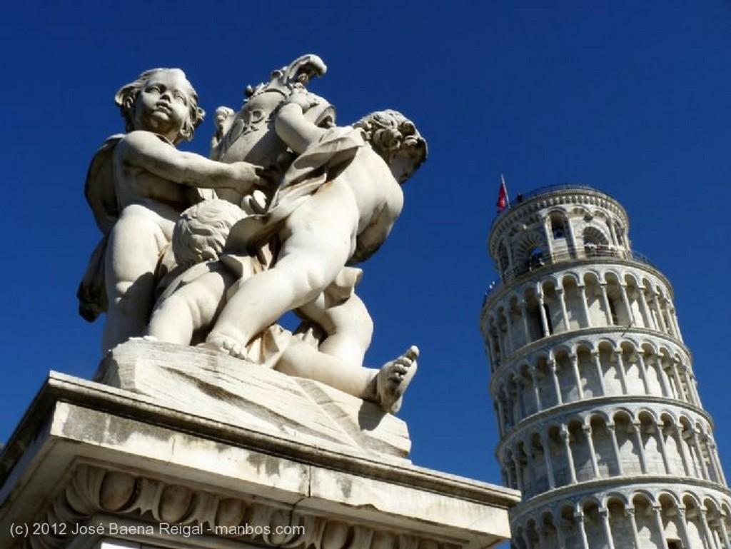 Pisa Galeria exterior Toscana