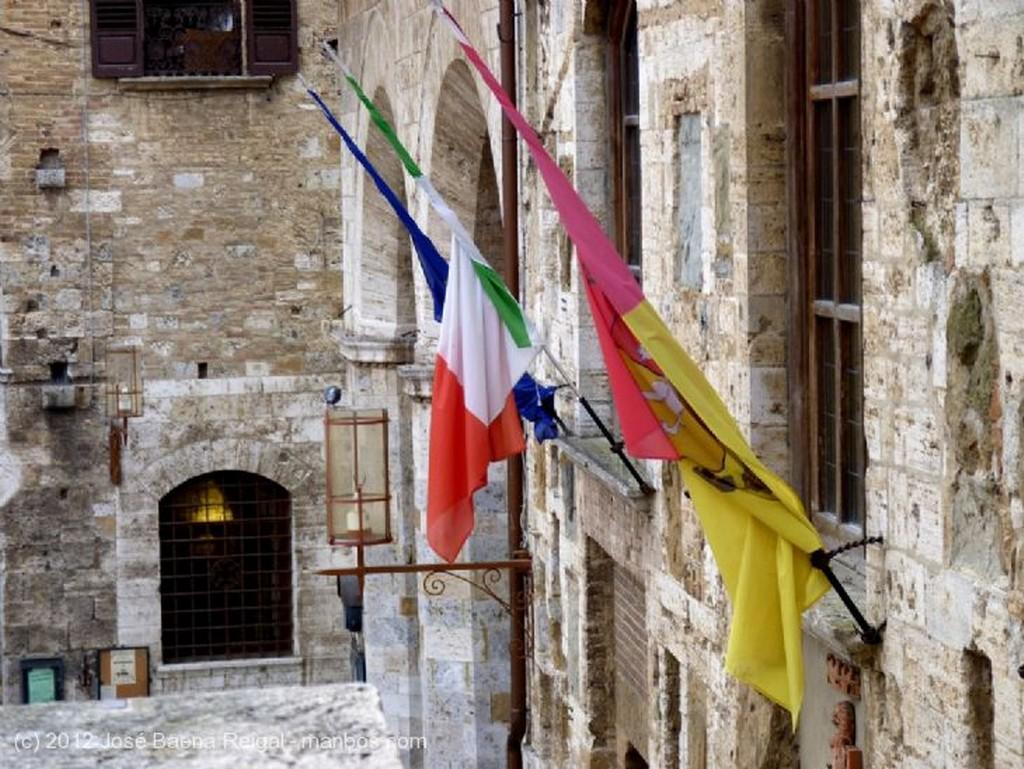 San Gimignano Ceramica al estilo de los Della Robbia Siena