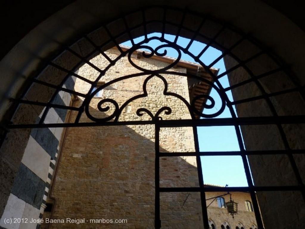 Volterra Portal con boveda Pisa