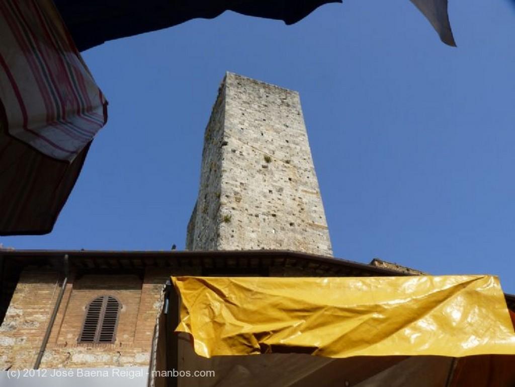 San Gimignano Puesto de frutas Siena