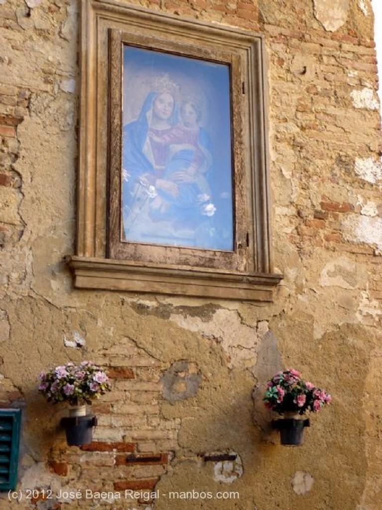Montepulciano Esquina tipica Siena