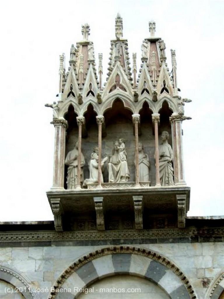 Pisa Detalle del pulpito Toscana