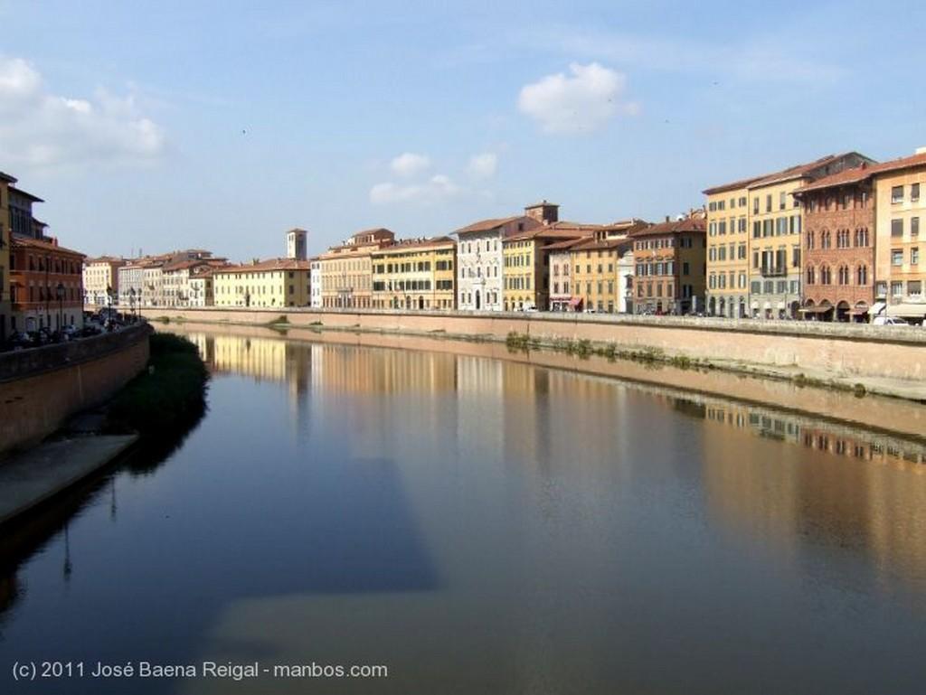 Pisa Perspectiva al anochecer Toscana
