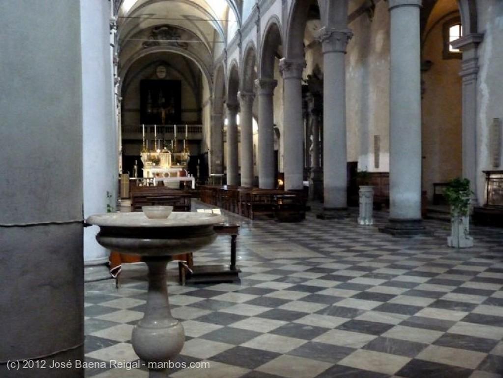 Volterra Fachada con farol Pisa