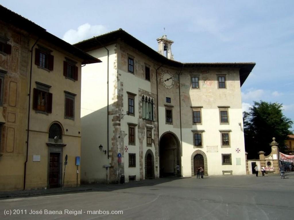 Pisa Impresionante fachada Toscana
