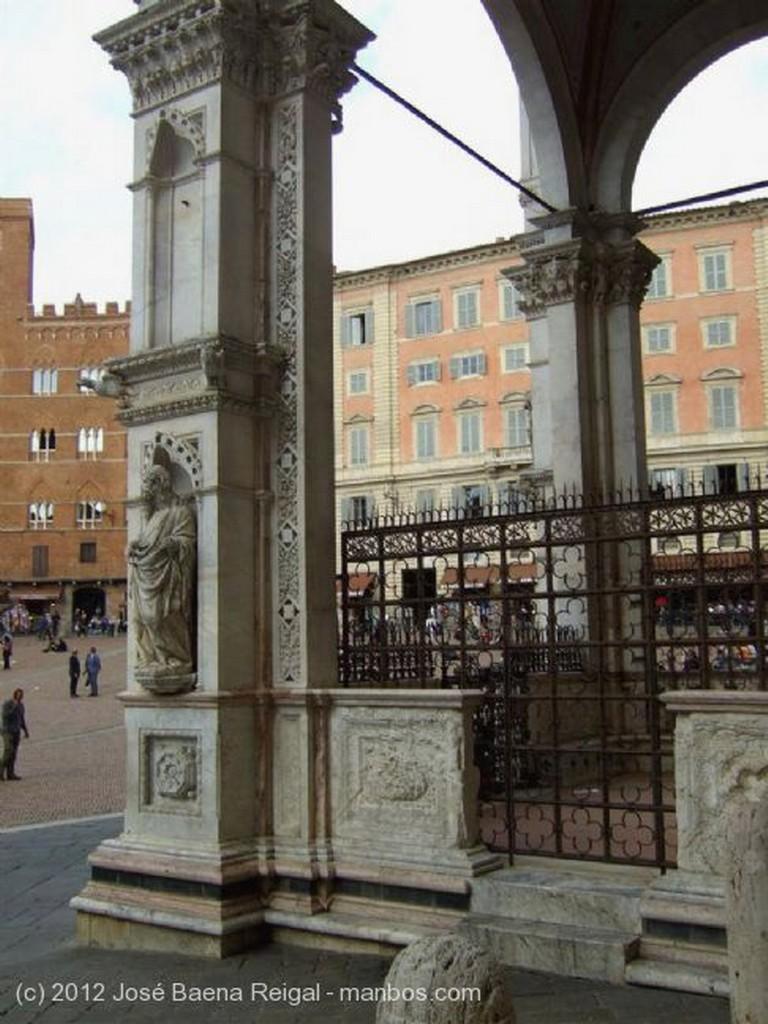 Siena Pilar y arco Toscana