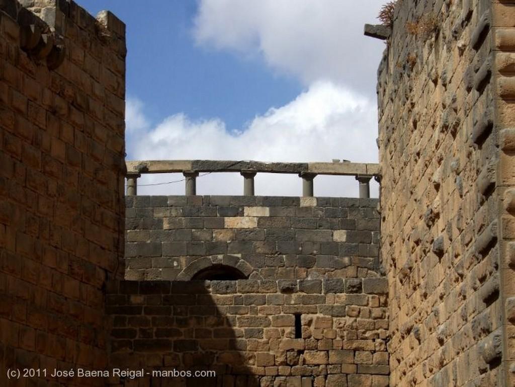 Bosra Muralla exterior Dera