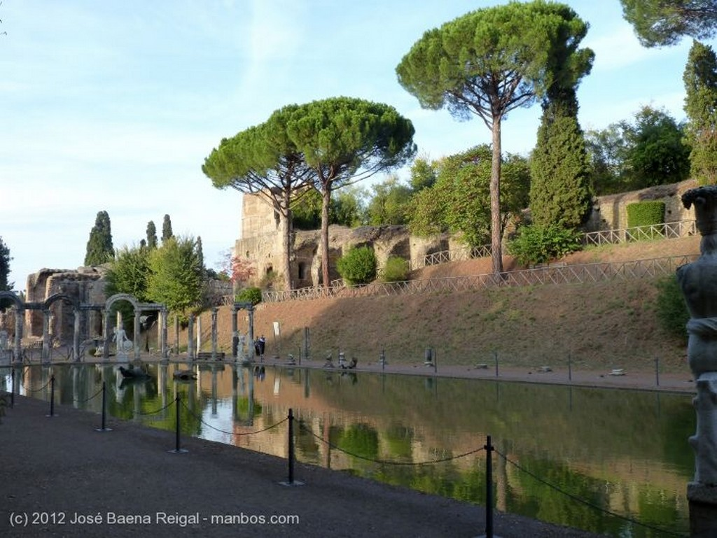 Villa Adriana Tribuna de Cariatides Roma