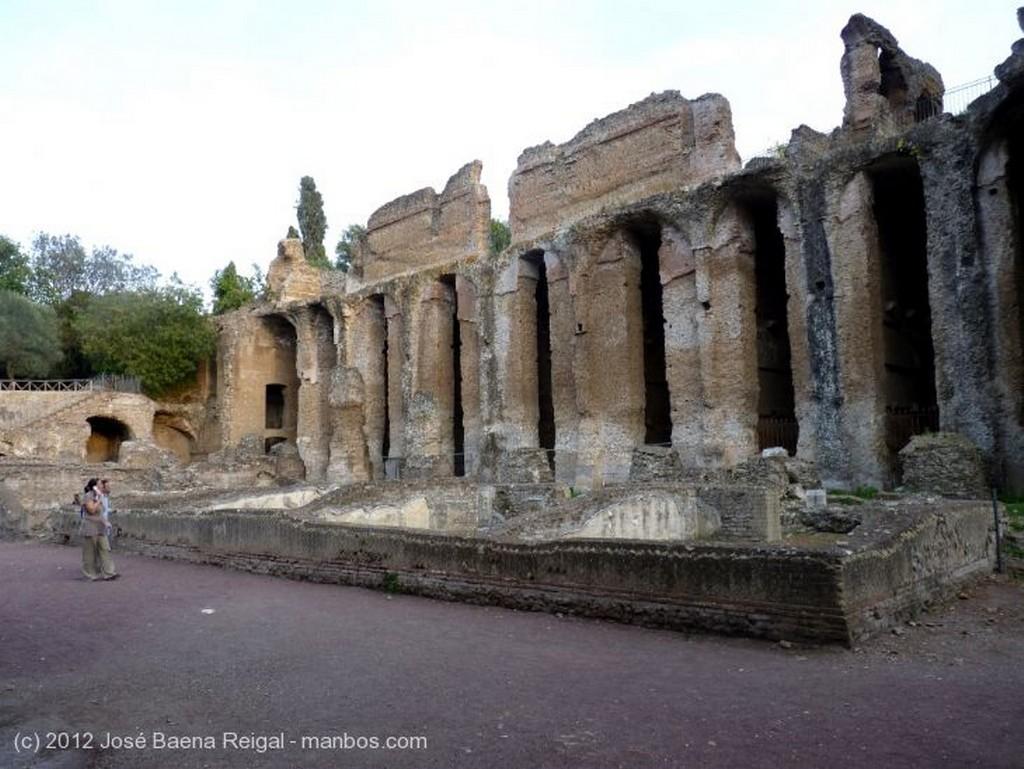 Villa Adriana Vista del Estanque Roma