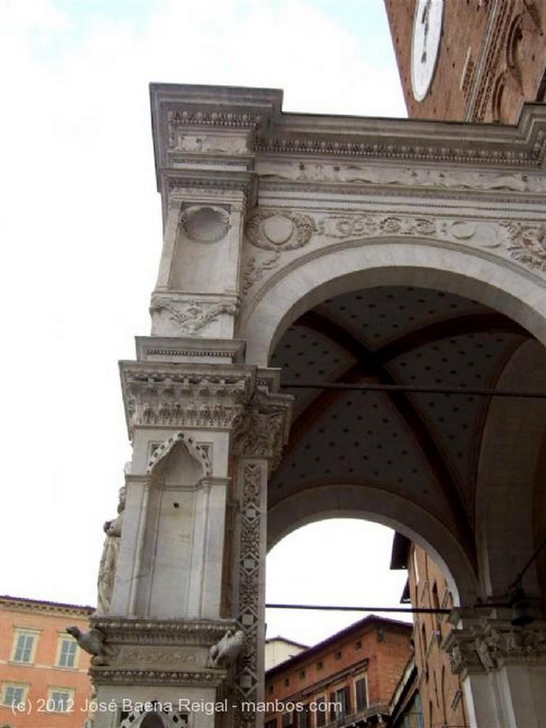 Siena La Cappella di Piazza Toscana