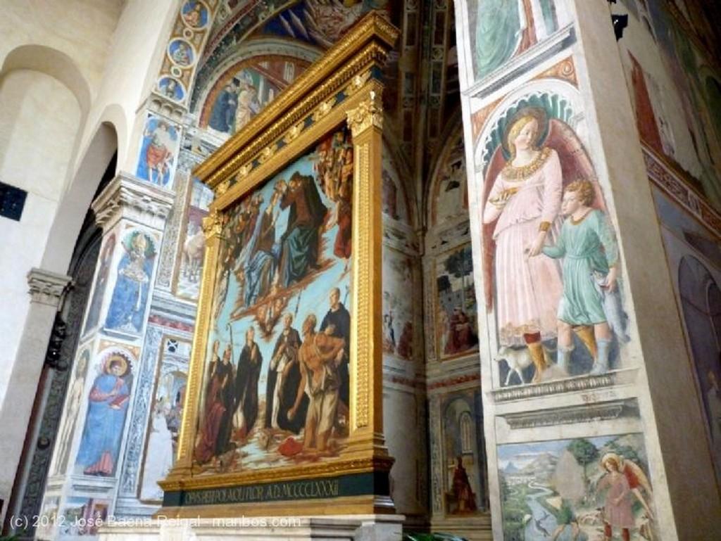San Gimignano Muro lateral de la nave Siena