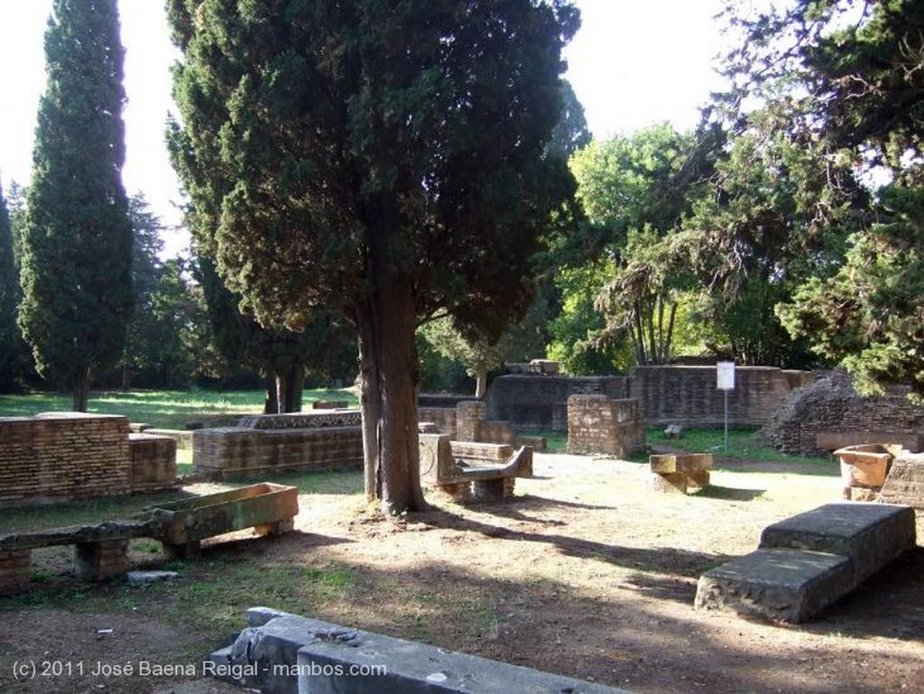 Ostia Antica Decumano Massimo Roma