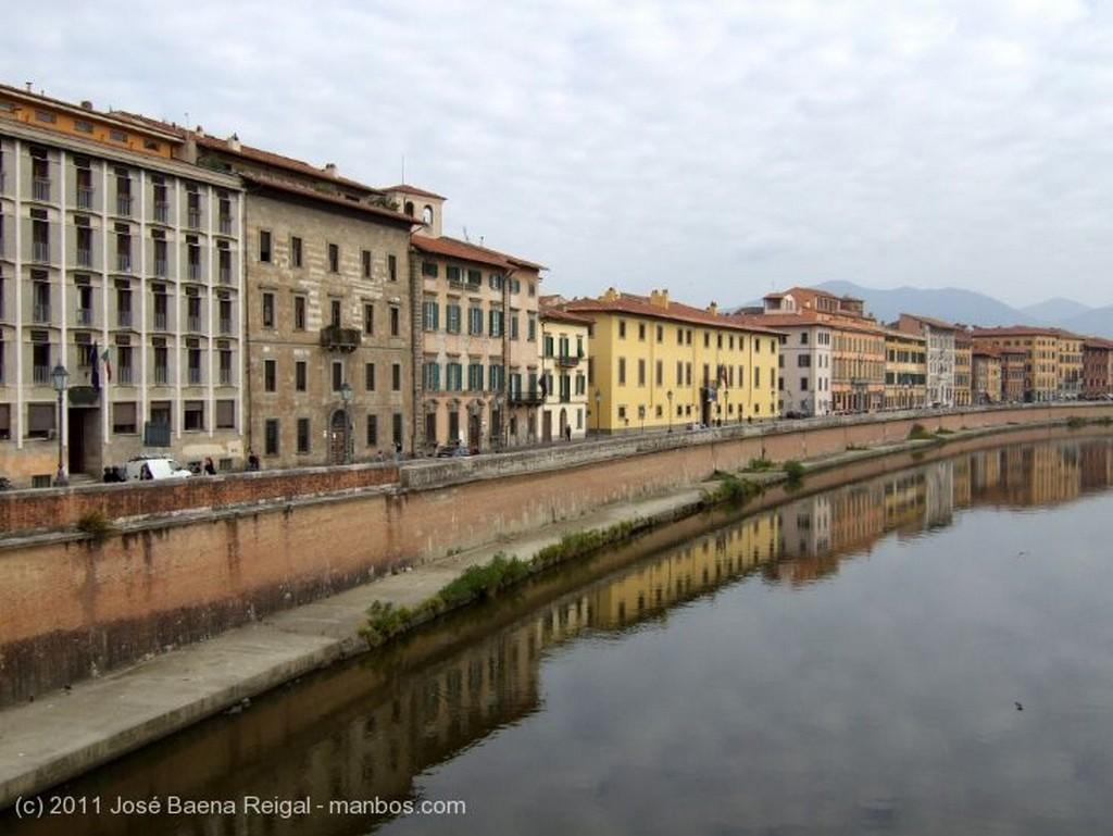 Pisa Reflejos en el Arno Toscana