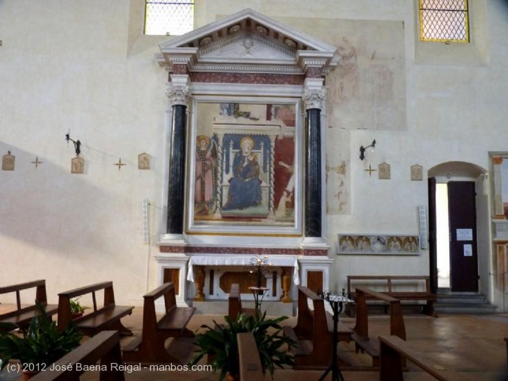 San Gimignano Pulpito y pintura al fresco Siena