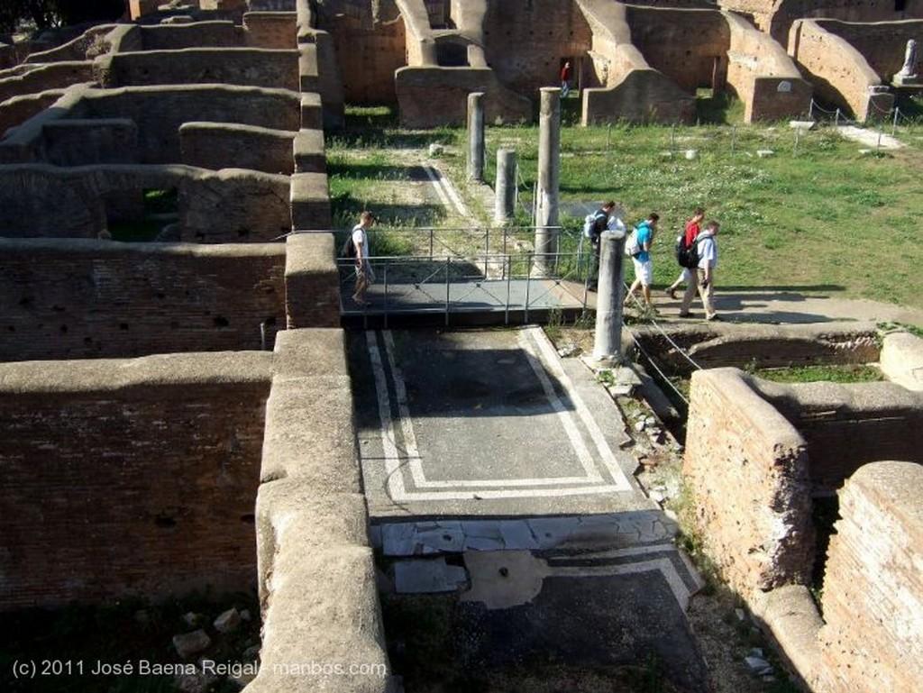 Ostia Antica Termas y pinos Roma