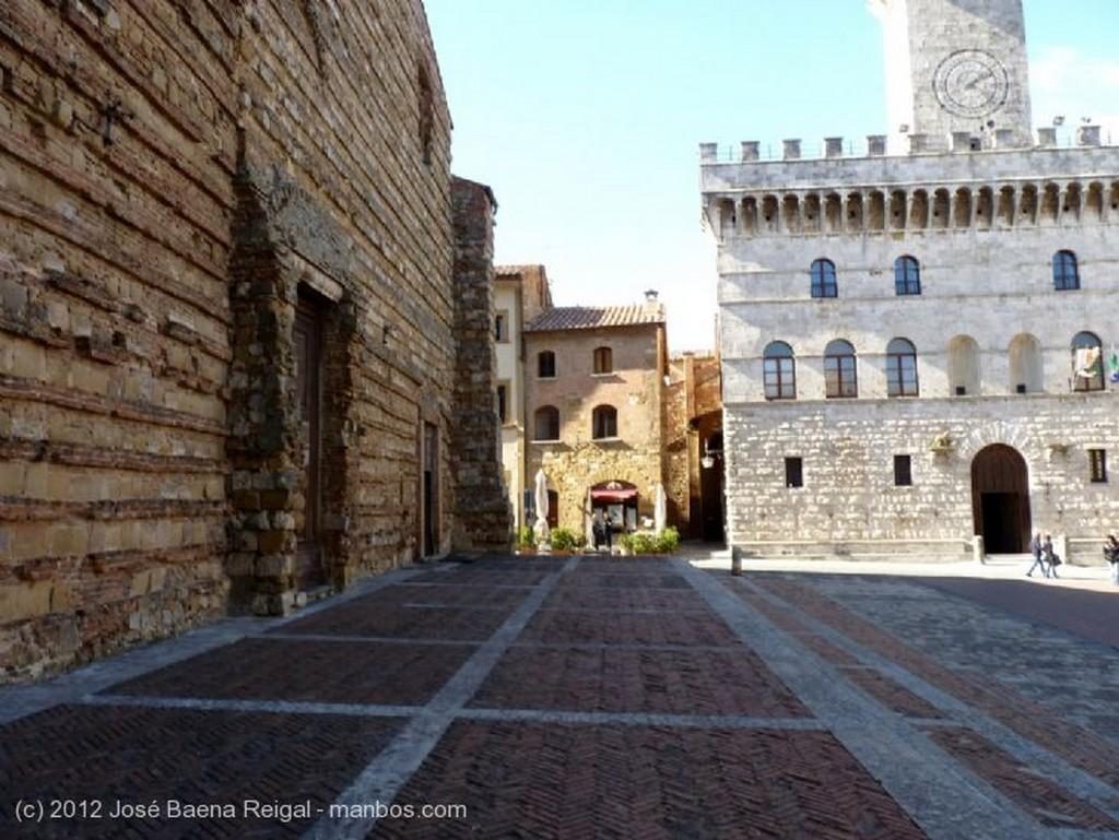 Montepulciano Palazzo del Comune Siena