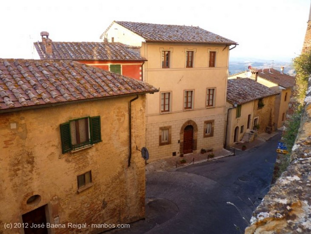 Montepulciano Tejados al atardecer Siena