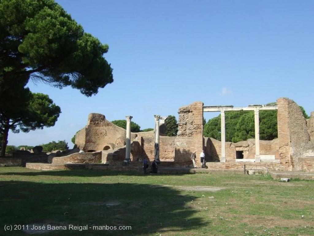Ostia Antica Termas y Tempio Rotondo Roma