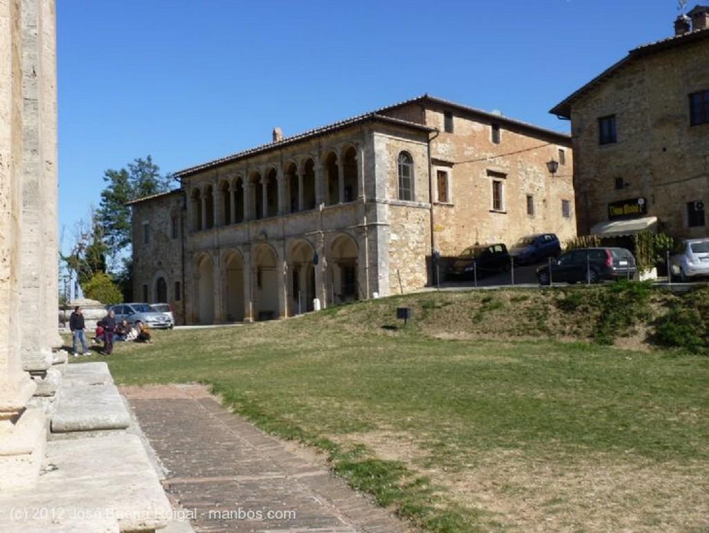 Montepulciano Logia de Sangallo Siena