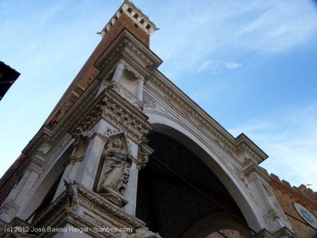 Siena Cappella y Torre del Mangia Toscana
