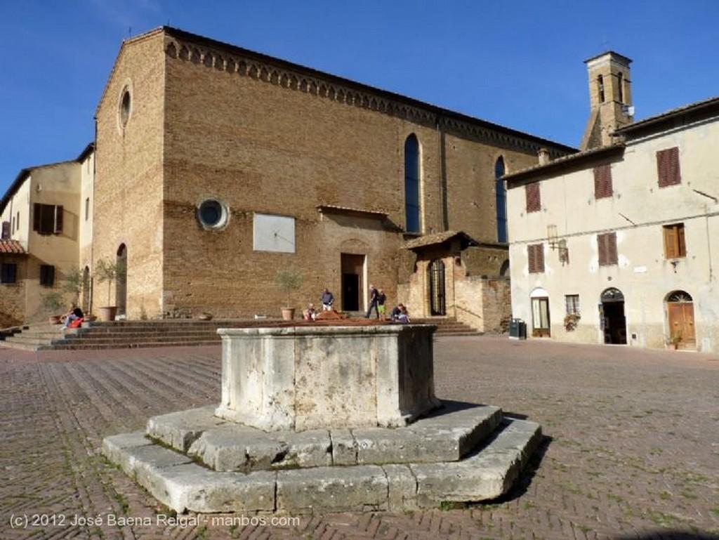 San Gimignano Iglesia de San Pietro in Forlano Siena