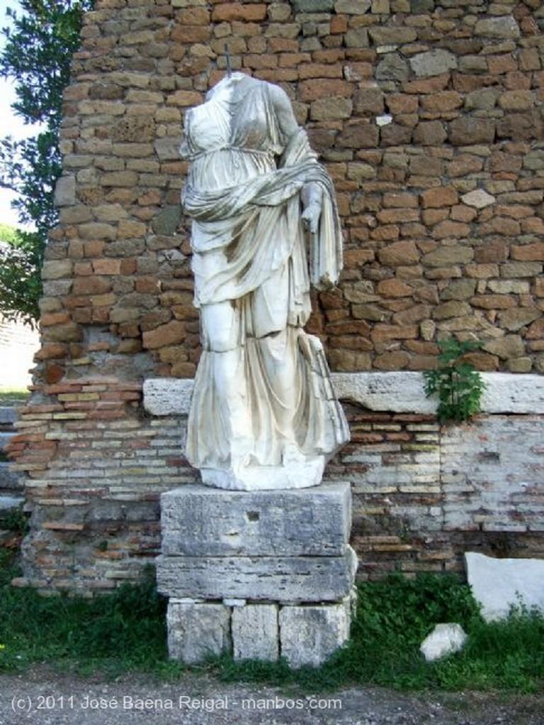 Ostia Antica Templo de Roma y Augusto Roma