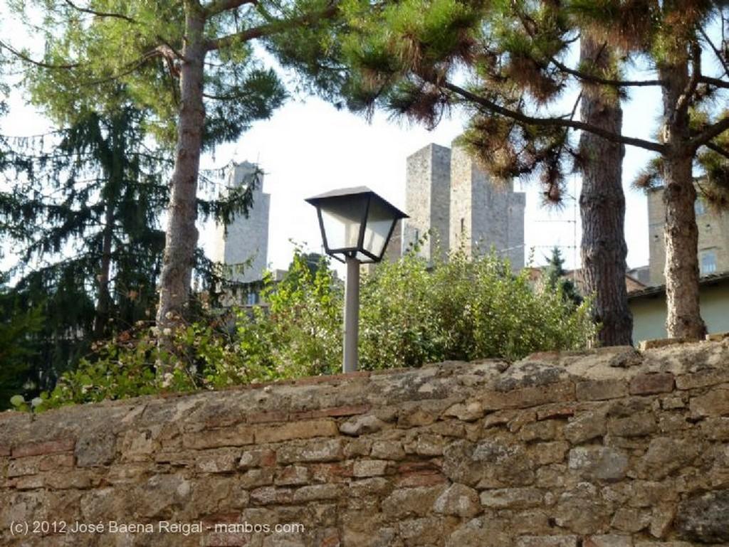 San Gimignano Muros centenarios Siena