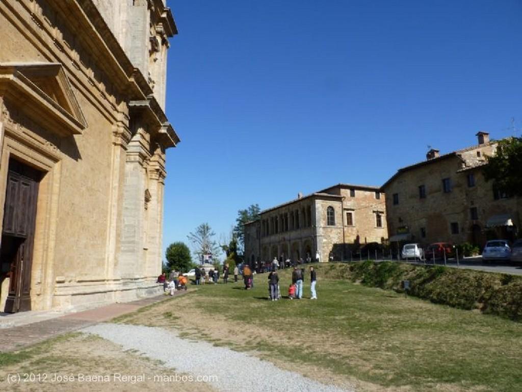 Montepulciano Torre y cupula Siena