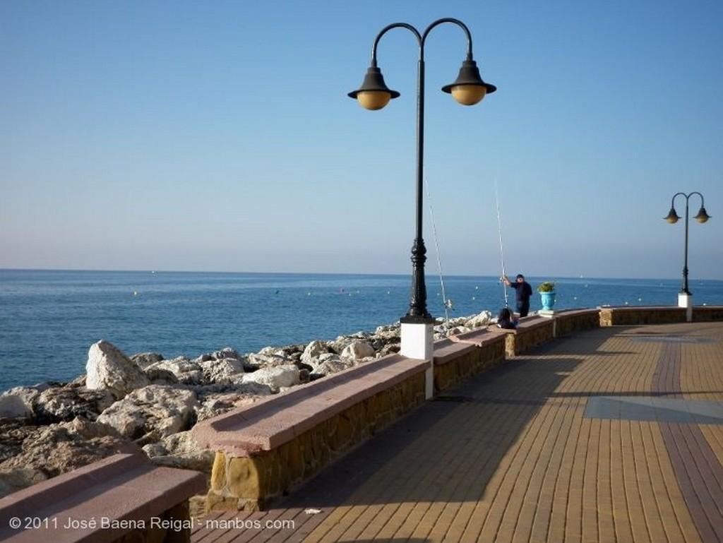 Torremolinos Pescando en la escollera Malaga