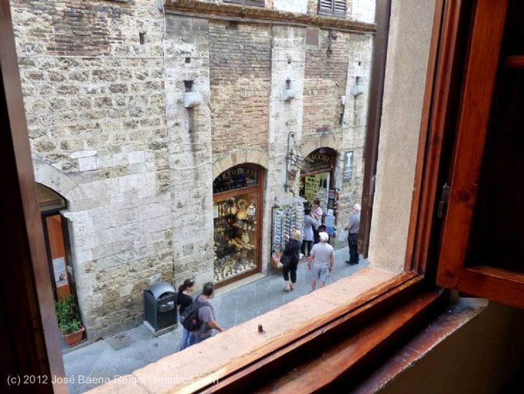 San Gimignano Muro con farol Siena