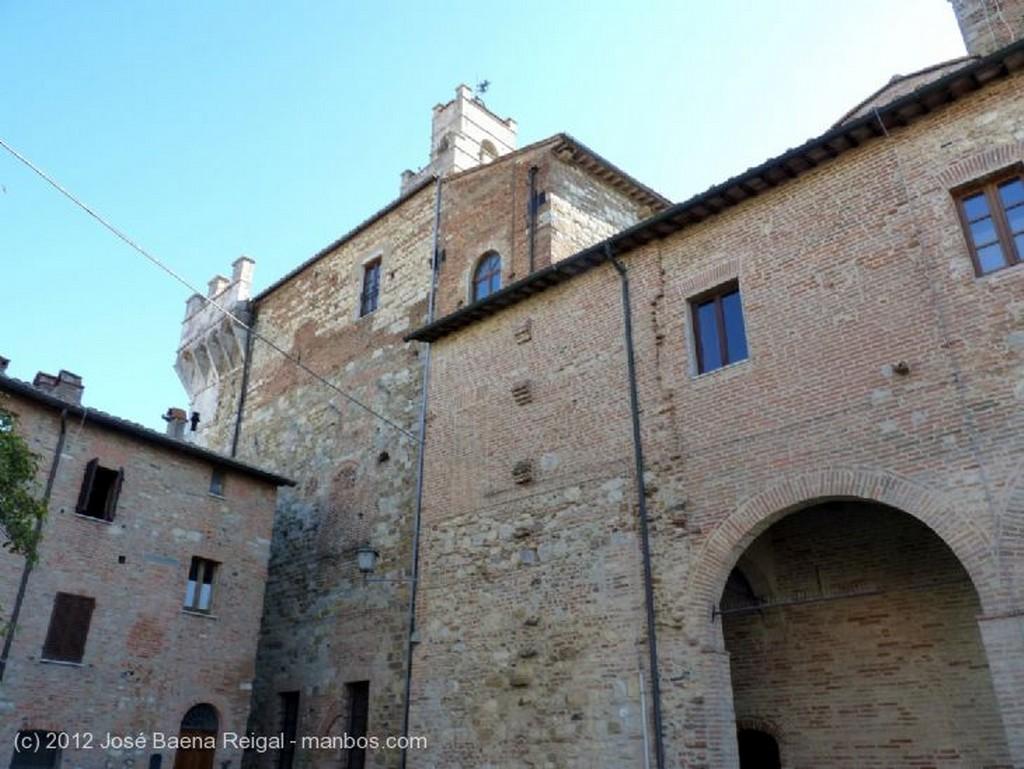 Montepulciano Vegetacion exuberante Siena