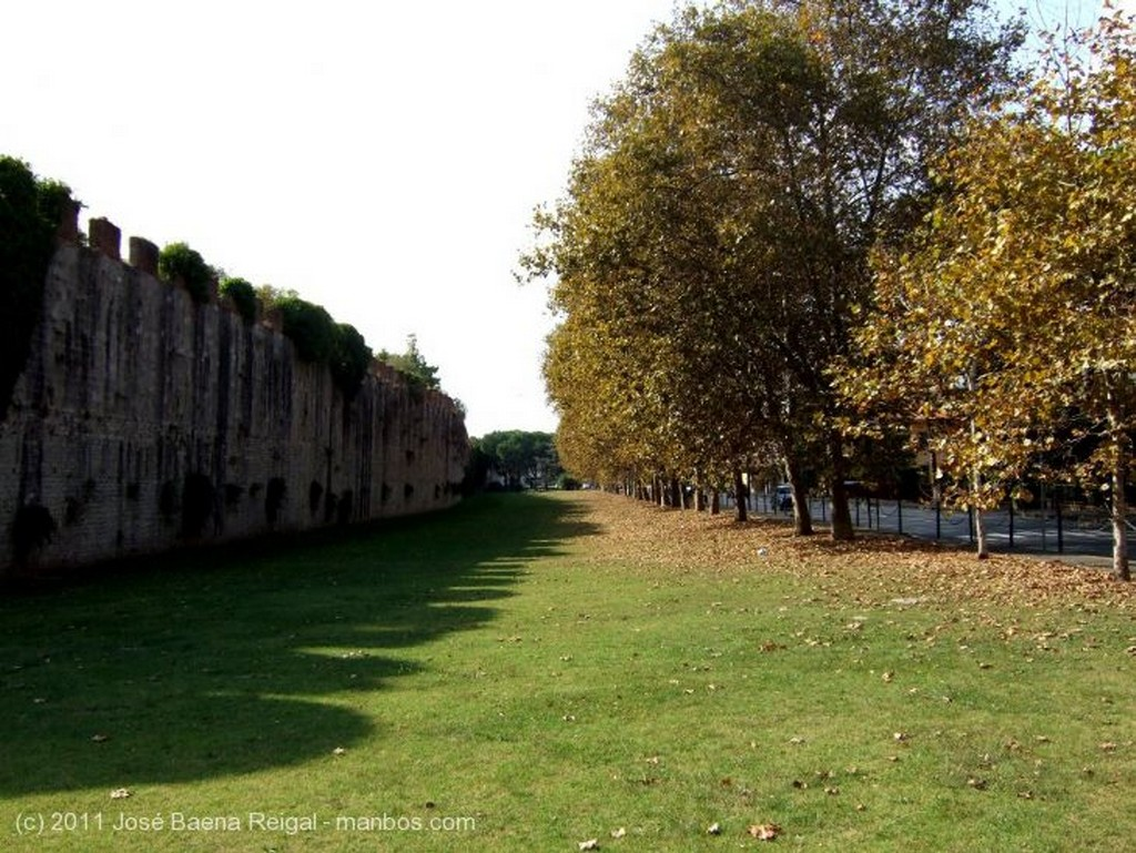 Pisa Puerta en la muralla Toscana