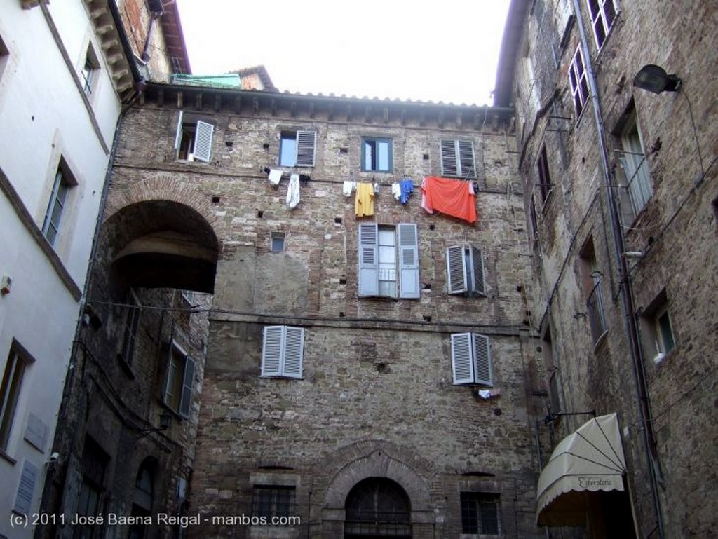 Perugia Piazza Francesco Morlacchi Umbria