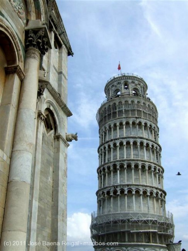 Pisa Arcos y gargola Toscana